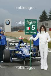 31.10.2004 Nurburgring, Germany, Sunday, 31 October 2004, SUPERFUND Grid girl and Fabrizio Del Monte, ITA, GP Racing - SUPERFUND EURO 3000 Championship Rd 10, Nurburgring, Germany, GER - SUPERFUND COPYRIGHT FREE editorial use only