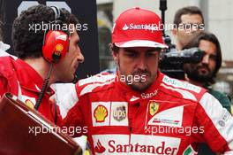 Fernando Alonso (ESP) Ferrari on the grid with Andrea Stella (ITA) Ferrari Race Engineer. 24.11.2013. Formula 1 World Championship, Rd 19, Brazilian Grand Prix, Sao Paulo, Brazil, Race Day.