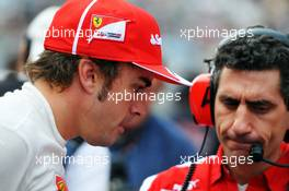 Fernando Alonso (ESP) Ferrari with Andrea Stella (ITA) Ferrari Race Engineer on the grid. 06.10.2013. Formula 1 World Championship, Rd 14, Korean Grand Prix, Yeongam, South Korea, Race Day.