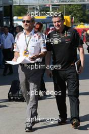 (L to R): Beat Zehnder (SUI) Sauber F1 Team Manager with Andy Stevenson (GBR) Sahara Force India F1 Team Manager. 09.05.2014. Formula 1 World Championship, Rd 5, Spanish Grand Prix, Barcelona, Spain, Practice Day.