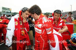Fernando Alonso (ESP) Ferrari with Andrea Stella (ITA) Ferrari Race Engineer on the grid. 27.07.2014. Formula 1 World Championship, Rd 11, Hungarian Grand Prix, Budapest, Hungary, Race Day.