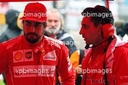 Fernando Alonso (ESP) Ferrari with Andrea Stella (ITA) Ferrari Race Engineer on the grid. 05.10.2014. Formula 1 World Championship, Rd 15, Japanese Grand Prix, Suzuka, Japan, Race Day.