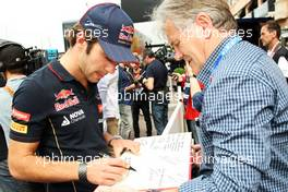 Jean-Eric Vergne (FRA) Scuderia Toro Rosso writes a message of support for Michael Schumacher. 21.05.2014. Formula 1 World Championship, Rd 6, Monaco Grand Prix, Monte Carlo, Monaco, Preparation Day.