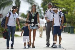 Felipe Massa (BRA) Williams with his son Felipinho Massa (BRA), wife Rafaela Bassi (BRA), and Beat Zehnder (SUI) Sauber F1 Team Manager. 30.03.2014. Formula 1 World Championship, Rd 2, Malaysian Grand Prix, Sepang, Malaysia, Sunday.
