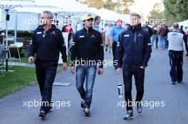 (L to R): Beat Zehnder (SUI) Sauber F1 Team Manager with Felipe Nasr (BRA) Sauber F1 Team and Marcus Ericsson (SWE) Sauber F1 Team. 13.03.2015. Formula 1 World Championship, Rd 1, Australian Grand Prix, Albert Park, Melbourne, Australia, Practice Day.
