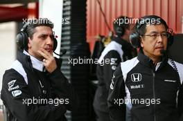 Andrea Stella (ITA) McLaren Race Engineer (Left). 22.02.2016. Formula One Testing, Day One, Barcelona, Spain. Monday.