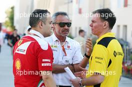Beat Zehnder (SUI) Sauber F1 Team Manager (Centre) with Alan Permane (GBR) Renault Sport F1 Team Trackside Operations Director (Right). 03.04.2016. Formula 1 World Championship, Rd 2, Bahrain Grand Prix, Sakhir, Bahrain, Race Day.