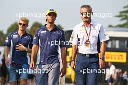 (L to R): Felipe Nasr (BRA) Sauber F1 Team with Beat Zehnder (SUI) Sauber F1 Team Manager. 02.09.2016. Formula 1 World Championship, Rd 14, Italian Grand Prix, Monza, Italy, Practice Day.