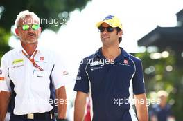 (L to R): Beat Zehnder (SUI) Sauber F1 Team Manager with Felipe Nasr (BRA) Sauber F1 Team. 30.09.2016. Formula 1 World Championship, Rd 16, Malaysian Grand Prix, Sepang, Malaysia, Friday.