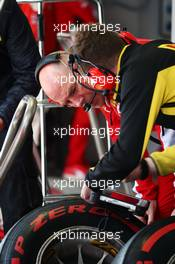 Jock Clear (GBR) Ferrari Engineering Director with a Pirelli Tyre Technician. 30.04.2016. Formula 1 World Championship, Rd 4, Russian Grand Prix, Sochi Autodrom, Sochi, Russia, Qualifying Day.
