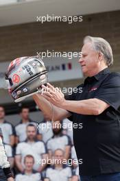 Gene Haas (USA) Haas Automotion President at a team photograph with the helmet of Romain Grosjean (FRA) Haas F1 Team. 23.10.2016. Formula 1 World Championship, Rd 18, United States Grand Prix, Austin, Texas, USA, Race Day.