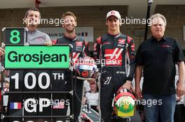 (L to R): Guenther Steiner (ITA) Haas F1 Team Prinicipal; Romain Grosjean (FRA) Haas F1 Team; Esteban Gutierrez (MEX) Haas F1 Team; and Gene Haas (USA) Haas Automotion President at a team photograph. 23.10.2016. Formula 1 World Championship, Rd 18, United States Grand Prix, Austin, Texas, USA, Race Day.