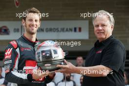 (L to R): Romain Grosjean (FRA) Haas F1 Team with Gene Haas (USA) Haas Automotion President at a team photograph. 23.10.2016. Formula 1 World Championship, Rd 18, United States Grand Prix, Austin, Texas, USA, Race Day.