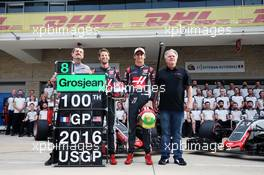 (L to R): Guenther Steiner (ITA) Haas F1 Team Prinicipal; Romain Grosjean (FRA) Haas F1 Team; Esteban Gutierrez (MEX) Haas F1 Team; and Gene Haas (USA) Haas Automotion President, at a team photograph. 23.10.2016. Formula 1 World Championship, Rd 18, United States Grand Prix, Austin, Texas, USA, Race Day.