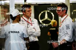 (L to R): Lewis Hamilton (GBR) Mercedes AMG F1 with James Allison (GBR) Mercedes AMG F1 Technical Director and Peter Bonnington (GBR) Mercedes AMG F1 Race Engineer. 24.03.2017. Formula 1 World Championship, Rd 1, Australian Grand Prix, Albert Park, Melbourne, Australia, Practice Day.