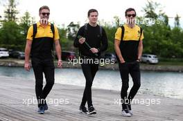 (L to R): Jock Clear (GBR) Ferrari Engineering Director with Will Palmer (GBR) and Jolyon Palmer (GBR) Renault Sport F1 Team. 09.06.2017. Formula 1 World Championship, Rd 7, Canadian Grand Prix, Montreal, Canada, Practice Day.