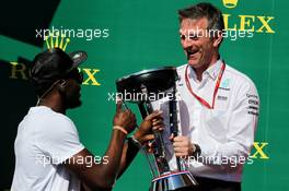 (L to R): Usain Bolt (JAM) Athlete on the podium with James Allison (GBR) Mercedes AMG F1 Technical Director. 22.10.2017. Formula 1 World Championship, Rd 17, United States Grand Prix, Austin, Texas, USA, Race Day.