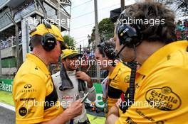 Carlos Sainz Jr (ESP) Renault Sport F1 Team with Alan Permane (GBR) Renault Sport F1 Team Trackside Operations Director, Karel Loos (BEL) Renault Sport F1 Team Race Engineer, and Ciaron Pilbeam (GBR) Renault Sport F1 Team Chief Race Engineer on the grid. 11.11.2018. Formula 1 World Championship, Rd 20, Brazilian Grand Prix, Sao Paulo, Brazil, Race Day.