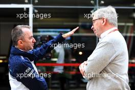 (L to R): Paddy Lowe (GBR) Williams Chief Technical Officer with Ross Brawn (GBR) Managing Director, Motor Sports. 11.11.2018. Formula 1 World Championship, Rd 20, Brazilian Grand Prix, Sao Paulo, Brazil, Race Day.