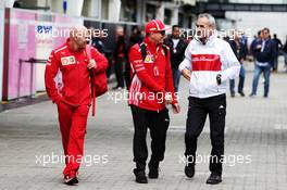(L to R): Mark Arnall (GBR) Personal Trainer with Kimi Raikkonen (FIN) Ferrari and Beat Zehnder (SUI) Sauber F1 Team Manager. 08.11.2018. Formula 1 World Championship, Rd 20, Brazilian Grand Prix, Sao Paulo, Brazil, Preparation Day.