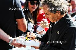 Alain Prost (FRA) Renault F1 Team Special Advisor signs autographs for the fans. 14.03.2019. Formula 1 World Championship, Rd 1, Australian Grand Prix, Albert Park, Melbourne, Australia, Preparation Day.