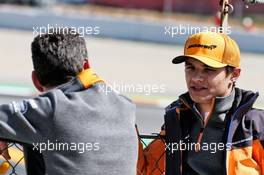 (L to R): Andrea Stella (ITA) McLaren Performance Director with Lando Norris (GBR) McLaren. 15.05.2019. Formula One In Season Testing, Day Two, Barcelona, Spain. Wednesday.