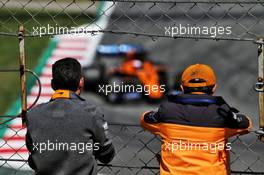 (L to R): Andrea Stella (ITA) McLaren Performance Director and Lando Norris (GBR) McLaren watch Oliver Turvey (GBR) McLaren MCL34 Test Driver in action. 15.05.2019. Formula One In Season Testing, Day Two, Barcelona, Spain. Wednesday.