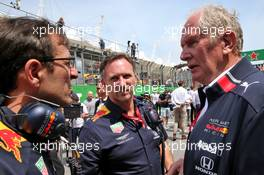 (L to R): Pierre Wache (FRA) Red Bull Racing Technical Director with Christian Horner (GBR) Red Bull Racing Team Principal and Dr Helmut Marko (AUT) Red Bull Motorsport Consultant on the grid. 17.11.2019. Formula 1 World Championship, Rd 20, Brazilian Grand Prix, Sao Paulo, Brazil, Race Day.