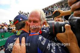 Race winner Max Verstappen (NLD) Red Bull Racing celebrates with Dr Helmut Marko (AUT) Red Bull Motorsport Consultant in parc ferme. 17.11.2019. Formula 1 World Championship, Rd 20, Brazilian Grand Prix, Sao Paulo, Brazil, Race Day.