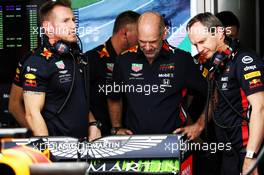 Adrian Newey (GBR) Red Bull Racing Chief Technical Officer (Centre) and Paul Monaghan (GBR) Red Bull Racing Chief Engineer (Right). 10.05.2019. Formula 1 World Championship, Rd 5, Spanish Grand Prix, Barcelona, Spain, Practice Day.