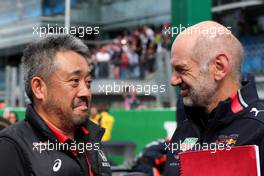 (L to R): Masashi Yamamoto (JPN) Honda Racing F1 Managing Director with Adrian Newey (GBR) Red Bull Racing Chief Technical Officer on the grid. 08.09.2019. Formula 1 World Championship, Rd 14, Italian Grand Prix, Monza, Italy, Race Day.