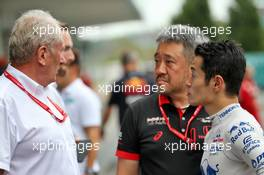 (L to R): Dr Helmut Marko (AUT) Red Bull Motorsport Consultant with Toyoharu Tanabe (JPN) Honda Racing F1 Technical Director and Naoki Yamamoto (JPN) Scuderia Toro Rosso. 11.10.2019. Formula 1 World Championship, Rd 17, Japanese Grand Prix, Suzuka, Japan, Practice Day.