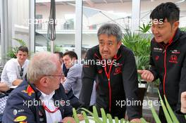 Dr Helmut Marko (AUT) Red Bull Motorsport Consultant and Toyoharu Tanabe (JPN) Honda Racing F1 Technical Director. 27.10.2019. Formula 1 World Championship, Rd 18, Mexican Grand Prix, Mexico City, Mexico, Race Day.