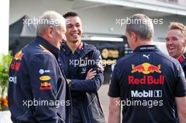 (L to R): Dr Helmut Marko (AUT) Red Bull Motorsport Consultant; Alexander Albon (THA) Red Bull Racing; Paul Monaghan (GBR) Red Bull Racing Chief Engineer. 27.10.2019. Formula 1 World Championship, Rd 18, Mexican Grand Prix, Mexico City, Mexico, Race Day.