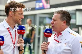 (L to R): Jenson Button (GBR) Sky Sports F1 Presenter with Zak Brown (USA) McLaren Executive Director. 28.09.2019. Formula 1 World Championship, Rd 16, Russian Grand Prix, Sochi Autodrom, Sochi, Russia, Qualifying Day.