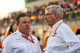 (L to R): Zak Brown (USA) McLaren Executive Director with Ross Brawn (GBR) Managing Director, Motor Sports. 01.12.2019. Formula 1 World Championship, Rd 21, Abu Dhabi Grand Prix, Yas Marina Circuit, Abu Dhabi, Race Day.