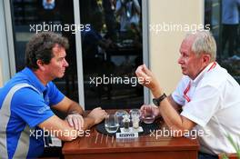 (L to R): Garry Horner (GBR) Arden International CEO with Dr Helmut Marko (AUT) Red Bull Motorsport Consultant. 30.11.2019. Formula 1 World Championship, Rd 21, Abu Dhabi Grand Prix, Yas Marina Circuit, Abu Dhabi, Qualifying Day.