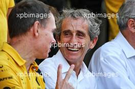 Alain Prost (FRA) Renault F1 Team Special Advisor and Alan Permane (GBR) Renault F1 Team Trackside Operations Director at a team photograph. 01.12.2019. Formula 1 World Championship, Rd 21, Abu Dhabi Grand Prix, Yas Marina Circuit, Abu Dhabi, Race Day.