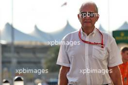 Dr Helmut Marko (AUT) Red Bull Motorsport Consultant. 28.11.2019. Formula 1 World Championship, Rd 21, Abu Dhabi Grand Prix, Yas Marina Circuit, Abu Dhabi, Preparation Day.