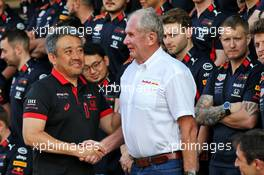 (L to R): Masashi Yamamoto (JPN) Honda Racing F1 Managing Director with Dr Helmut Marko (AUT) Red Bull Motorsport Consultant at a team photograph. 28.11.2019. Formula 1 World Championship, Rd 21, Abu Dhabi Grand Prix, Yas Marina Circuit, Abu Dhabi, Preparation Day.