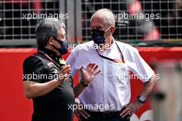 (L to R): Masashi Yamamoto (JPN) Honda Racing F1 Managing Director with Dr Helmut Marko (AUT) Red Bull Motorsport Consultant on the grid.                              09.08.2020. Formula 1 World Championship, Rd 5, 70th Anniversary Grand Prix, Silverstone, England, Race Day.