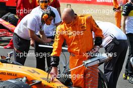 McLaren mechanic with the McLaren MCL35 of Lando Norris (GBR) on the grid. 09.08.2020. Formula 1 World Championship, Rd 5, 70th Anniversary Grand Prix, Silverstone, England, Race Day.