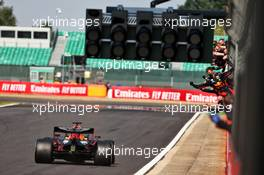 Race winner Max Verstappen (NLD) Red Bull Racing RB16 passes his team at the end of the race. 09.08.2020. Formula 1 World Championship, Rd 5, 70th Anniversary Grand Prix, Silverstone, England, Race Day.