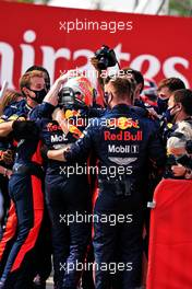 Race winner Max Verstappen (NLD) Red Bull Racing celebrates with the team in parc ferme.                                09.08.2020. Formula 1 World Championship, Rd 5, 70th Anniversary Grand Prix, Silverstone, England, Race Day.