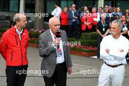 (L to R): Andrew Wesatcott (AUS) Australian Grand Prix Corporation Chief Executive Officer; Paul Little (AUS) Chair of Australian Grand Prix Corporation; and Chase Carey (USA) Formula One Group Chairman, at an outdoor press conference following the cancellation of the Australian Grand Prix. 13.03.2020. Formula 1 World Championship, Rd 1, Australian Grand Prix, Albert Park, Melbourne, Australia, Practice Day.