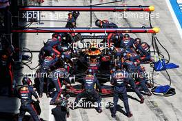 Alexander Albon (THA) Red Bull Racing RB16 makes a pit stop. 05.07.2020. Formula 1 World Championship, Rd 1, Austrian Grand Prix, Spielberg, Austria, Race Day.