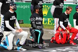(L to R): Nicholas Latifi (CDN) Williams Racing; Lewis Hamilton (GBR) Mercedes AMG F1; and Sebastian Vettel (GER) Ferrari, grid atmosphere - end racism. 30.08.2020. Formula 1 World Championship, Rd 7, Belgian Grand Prix, Spa Francorchamps, Belgium, Race Day.