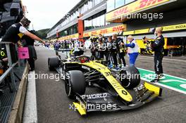 Esteban Ocon (FRA) Renault F1 Team RS20 passes the team at the end of the race. 30.08.2020. Formula 1 World Championship, Rd 7, Belgian Grand Prix, Spa Francorchamps, Belgium, Race Day.