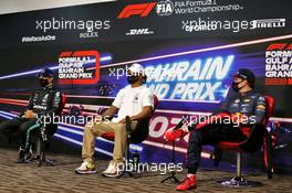 (L to R): Valtteri Bottas (FIN) Mercedes AMG F1; Lewis Hamilton (GBR) Mercedes AMG F1; and Max Verstappen (NLD) Red Bull Racing, in the post qualifying FIA Press Conference. 28.11.2020. Formula 1 World Championship, Rd 15, Bahrain Grand Prix, Sakhir, Bahrain, Qualifying Day.