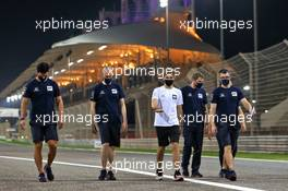 Pierre Gasly (FRA) AlphaTauri walks the circuit with the team. 26.11.2020. Formula 1 World Championship, Rd 15, Bahrain Grand Prix, Sakhir, Bahrain, Preparation Day.